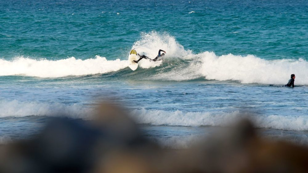 Jorrit Buurma making turn in shorebreak on Appletree Elstar surfboard