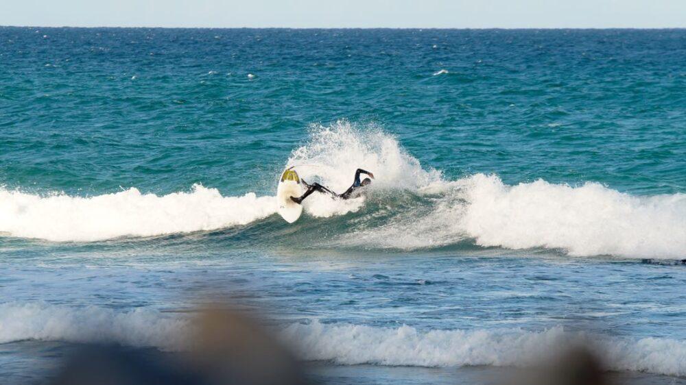 Jorrit Buurma making turn in shorebreak on Appletree Elstar surfboard