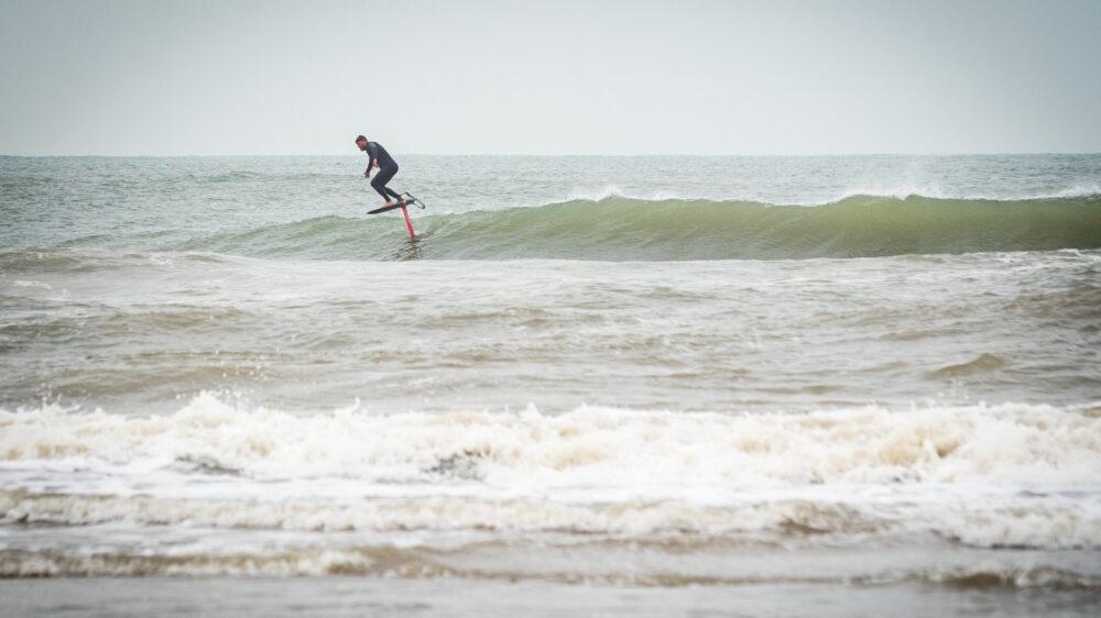 surf foiling on the applesauce surf foil board